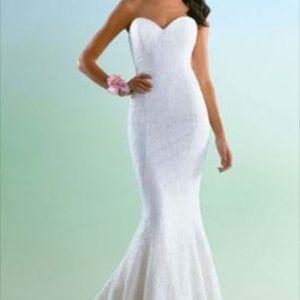 Wedding Dress - Alfred Angelo (Ivory)